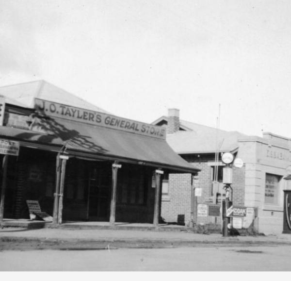 Tarlee  main street, 1932
