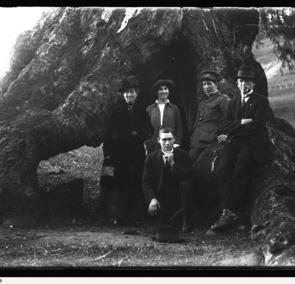 Brown Hill Creek - group including Charles Plunket 18/6/1916 | Source: https://collections.slsa.sa.gov.au/resource/B+71826/329